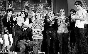 Stephan Krawczyk bei einem Konzert nach einem internationalen Workshop mit Sch&#252;lerinnen und Sch&#252;lern &quot;Mein Traum von Freiheit&quot; M&#228;rz 2011 in Wittenberg f&#252;r das Ausw&#228;rtige Amt<br><br>Bild: Christian Melms/Projekt &quot;DenkWege zu Luther&quot;
