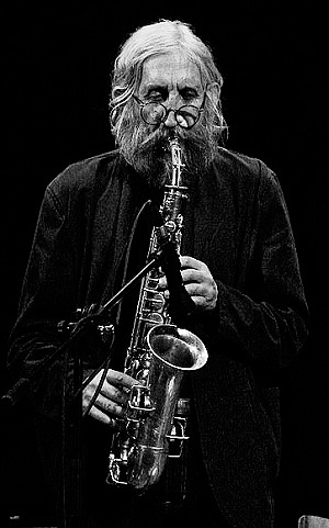 Bild: &quot;Vratislav Brabenec playing the saxophone&quot;&#044; 01.Juni 2008<br><br>Quelle: Wikimedia Commons / Autor: Aloysius
